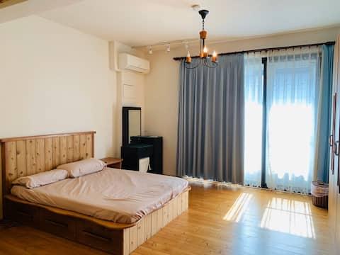 LikeWood suite-An elegant woody room in Taichung