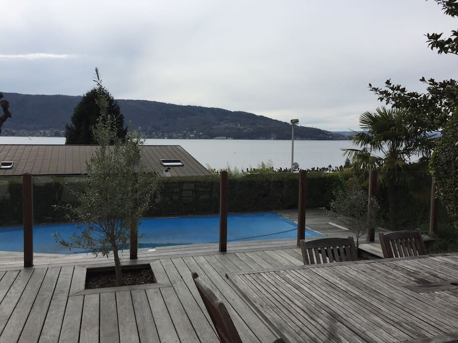 Swimming pool and lac view