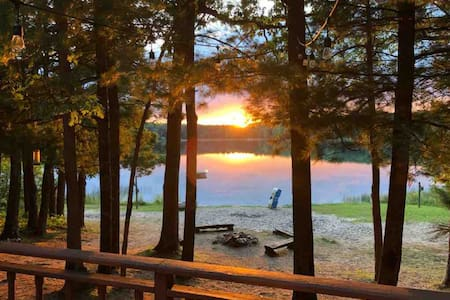 Two Lakes Lodge - Huge Michigan Cabin on 2 Lakes!