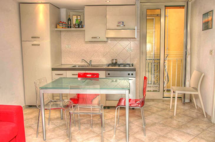 Gaeta Central Apartment Close to the Beach - Gaeta - Apartment