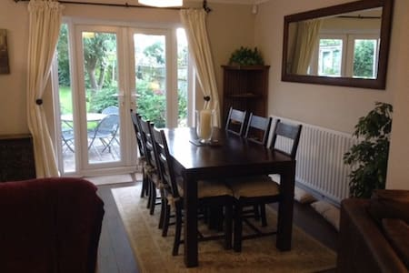 Charming 3 Bedroom Bungalow - Norwich - Hus