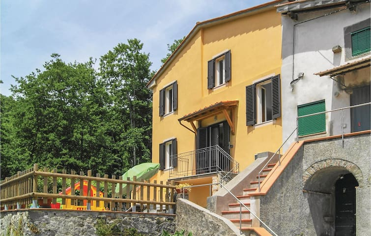 Terraced house with 3 bedrooms on 130 m² in Pescaglia -LU-