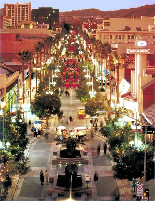 Third Street Promenade at night.