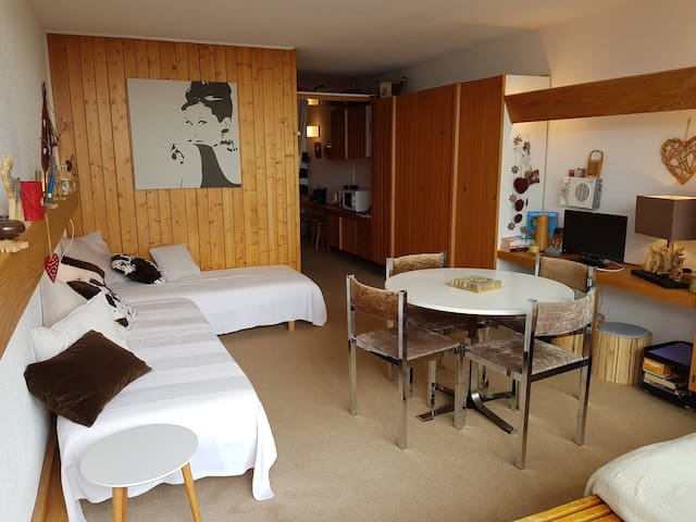 Studio for 5 people in Arc 1600 close to the slopes and shops.
