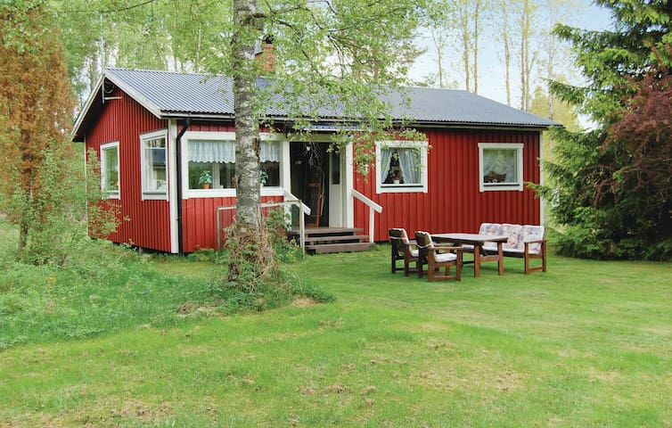 Holiday cottage with 2 bedrooms on 80m² in Karlsborg