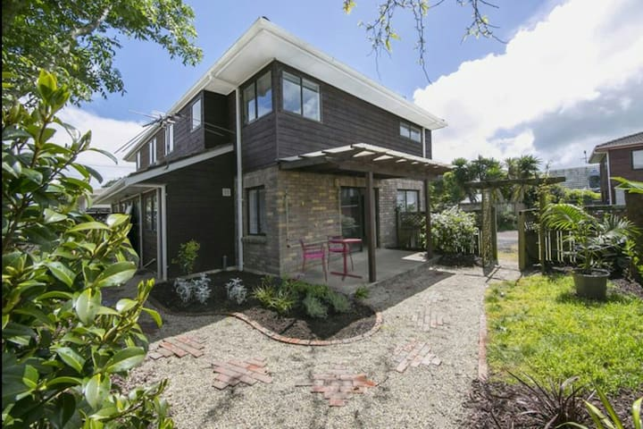 Central Auckland, modern, cosy townhouse