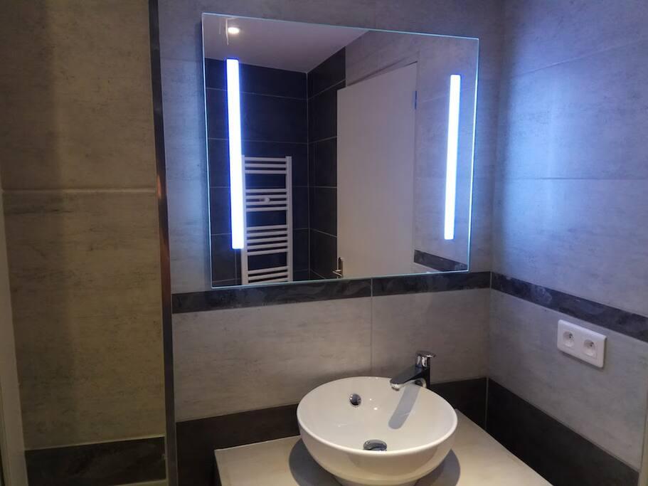 Modern Bathroom !
