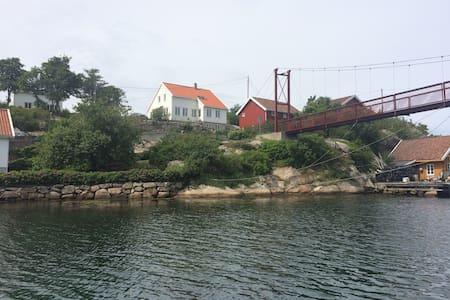 Affordable accommodation on a beautiful island. - Mandal