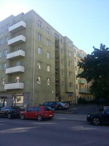 38 m2 apartment near Stockholm city - Solna