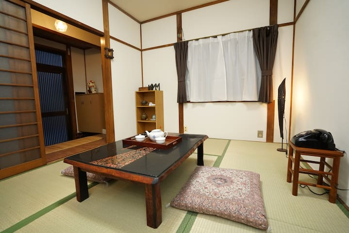 Near Osaka Castle!Free Wifi COZY house!!
