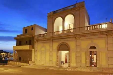 Palazzo Stapane storico sul mare, camera Misia - Santa Maria Al Bagno - Apartment