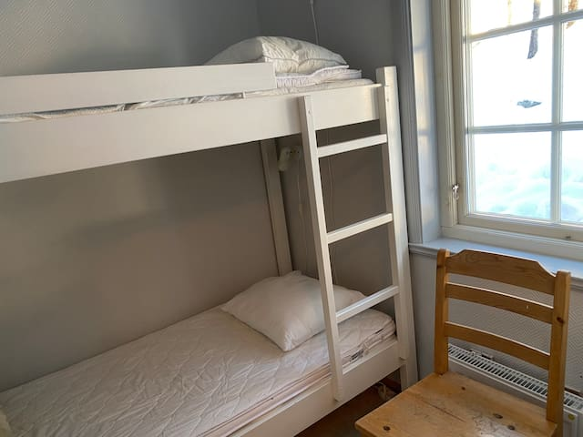 Sovrum tre med en våningssäng