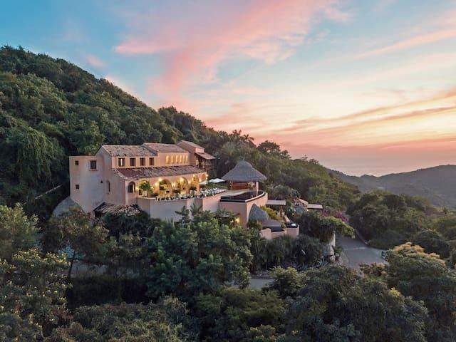 Luxury Villa: 5 Pools, Big Views & Walk to Beach