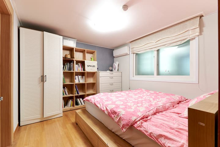 Base for Exploring Yonsei U., Yeonam-dong, Hongdae