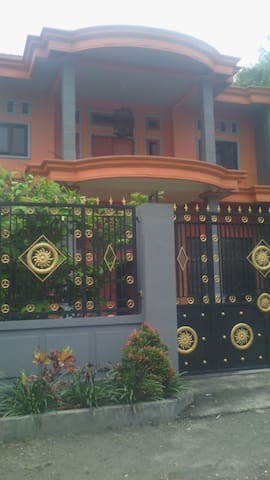 Rumah tingkat mewah