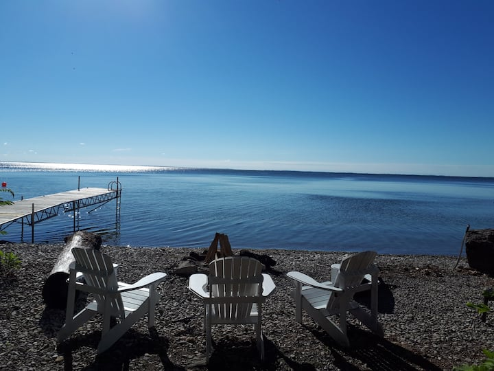 Family cottage just steps away from lake Simcoe