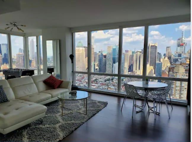 Luxury 360 City views in Manhattan close to T Sq