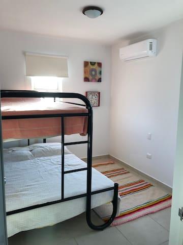 Habitación cama matrimonial e individual