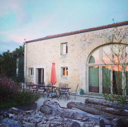 Self-catering holiday in a quiet French village - Bercloux - Casa