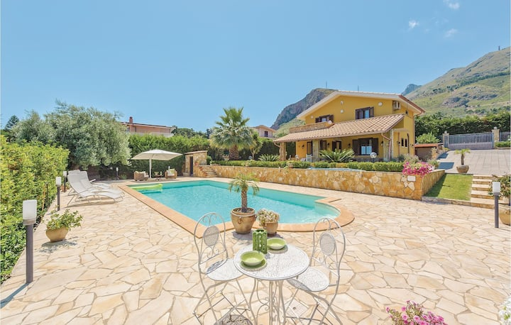 Stunning home in Altavilla Milicia PA with 2 Bedrooms and WiFi