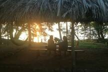 Maravilloso atardecer que Rosa's Lake Kabins ofrece a todos nuestros clientes.