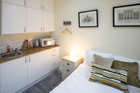 Small cute room perfect for sleeping nr docks
