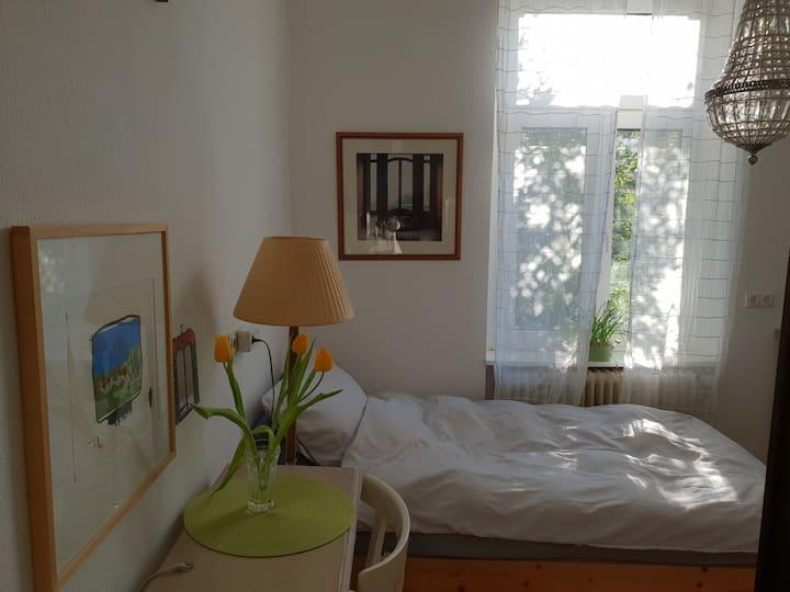 Kleiner Luxus in Mini !  Bett zum Garten!