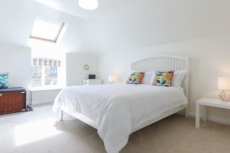 Lovely 2 bed Stable Mews house-centre of Harrogate