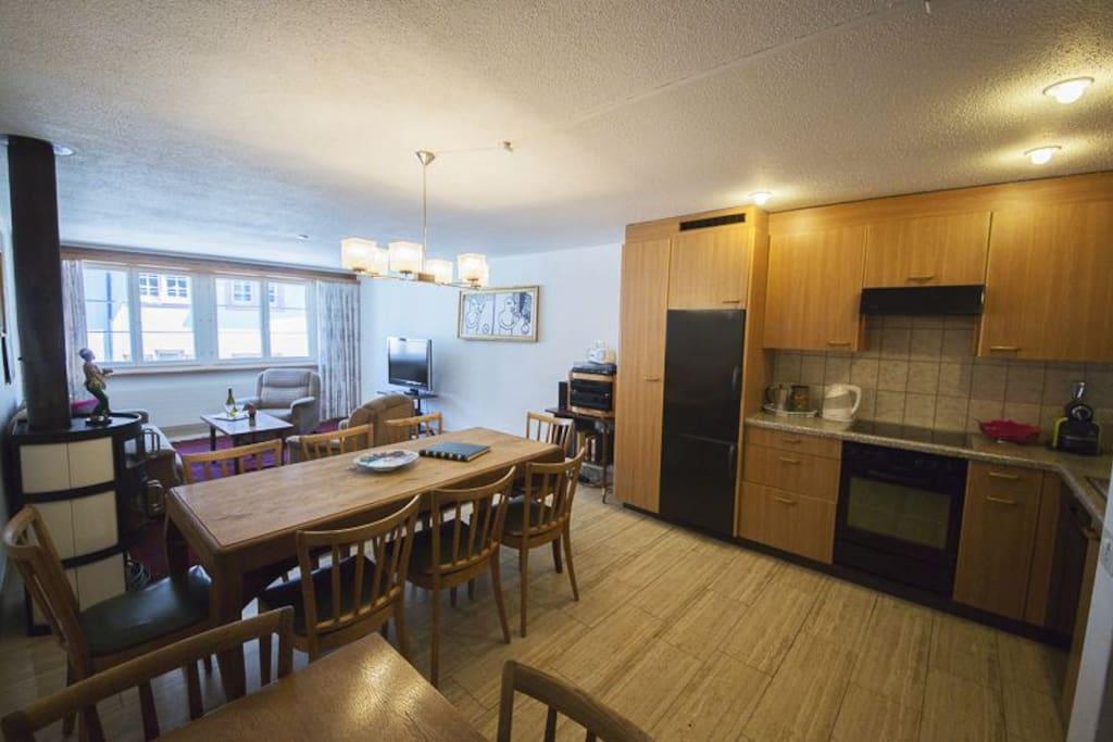 Eatingplace, kitchen, livingroom