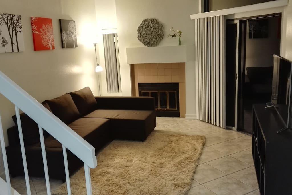客厅 实用方便  沙发打开也是床