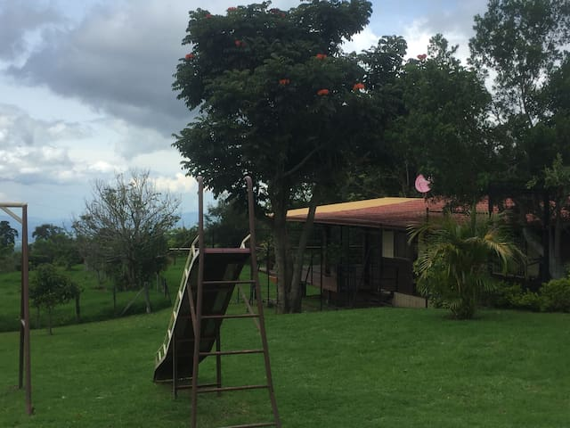 Linda Cabaña en Carrizal Alajuela - Carrizal - Dom