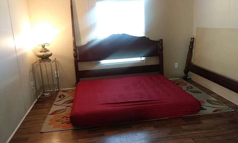 Very simple room 420 Friendly