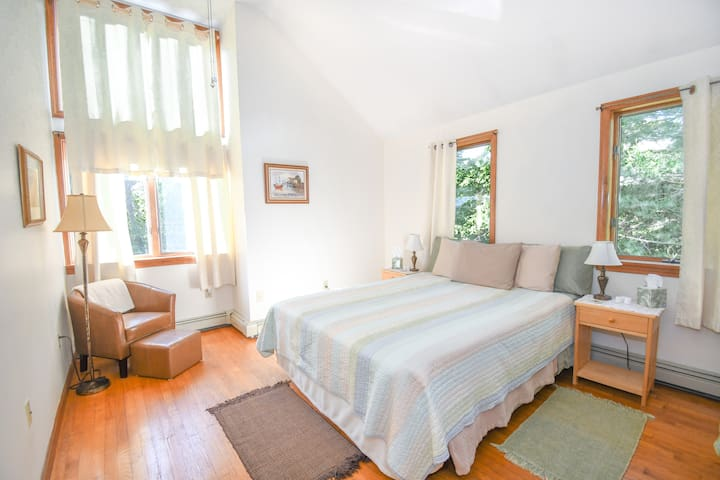 Cathedral Queen #2 -Sunny & Spacious 5min to BEACH