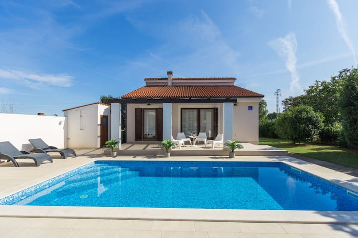 Charming  villa with pool near Medulin BEST PRICE