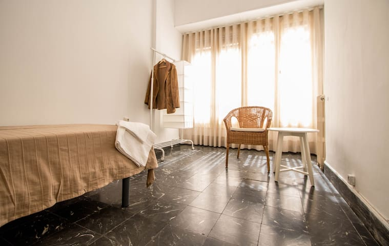 H5- Single room, Plaza Ayuntamiento