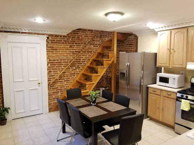 1200 sqft/ 2BR LOFT near JHU. FREE Parking.