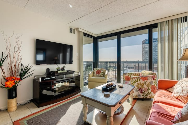 New listing! Oceanfront 1st floor condo w/electric fireplace - breathtaking view