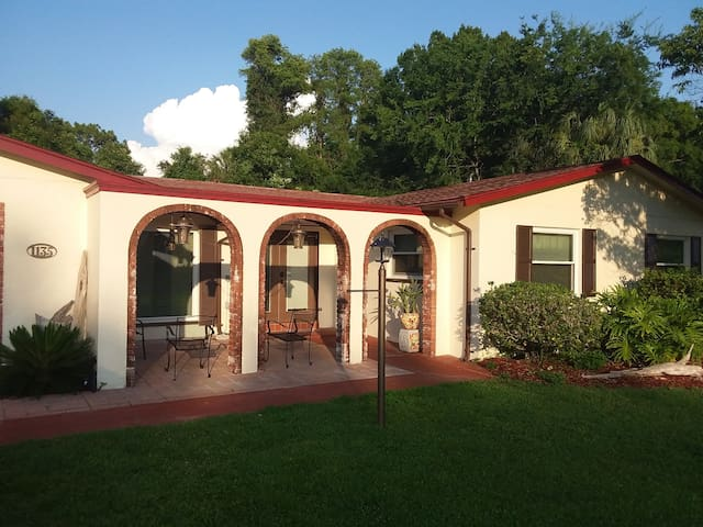 3/2 large pool home walk to Plantation Inn/Golf