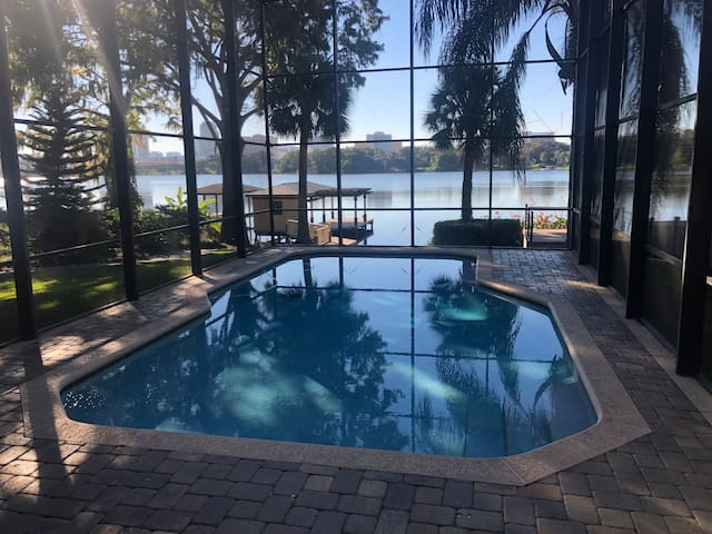 Lakefront Downtown Orlando House Suite