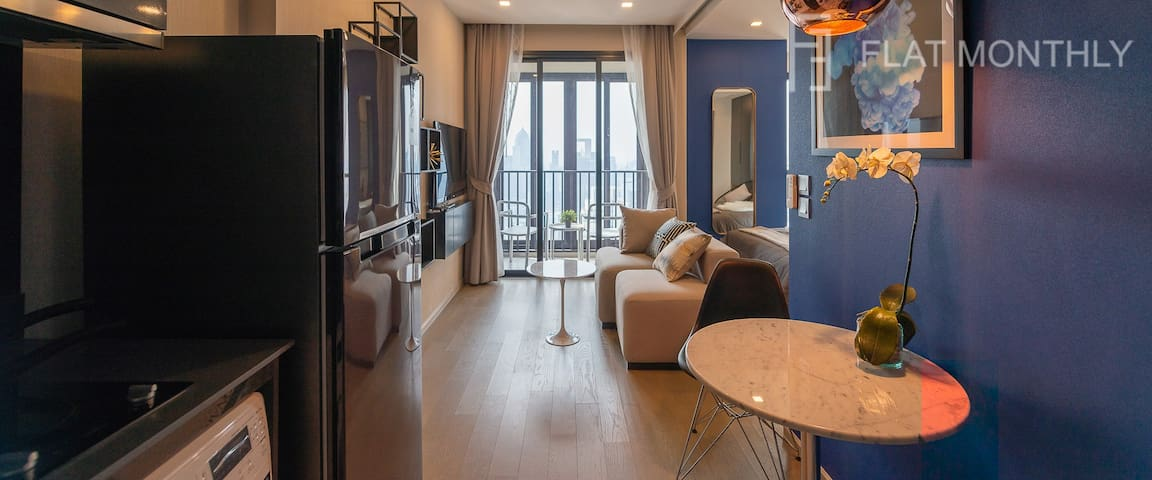 Marvelously furnished condo on high floor
