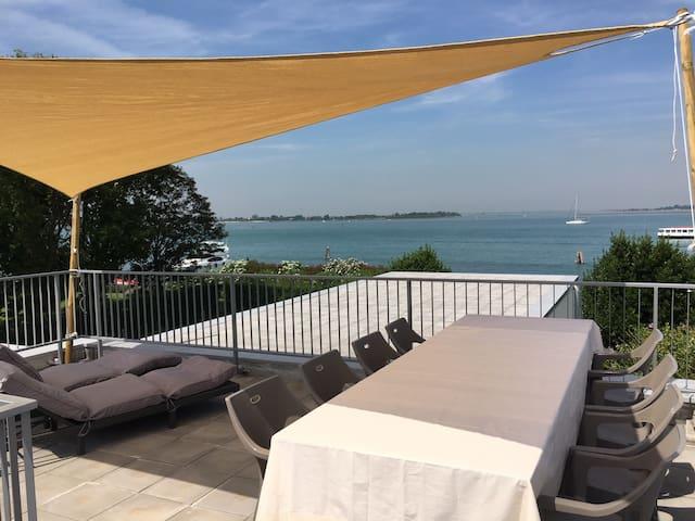 Casa isolata nella laguna di Venezia (2)