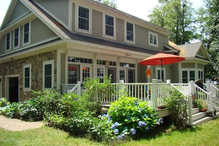 Scenic WATERFRONT for Two-Week Summer Vacation - Tyngsborough - House