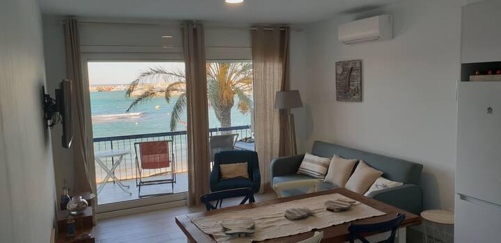 1st line beach apartment in Llançà, town centre
