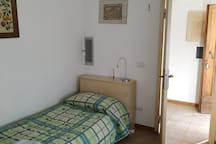 single room -n.1- 10 min. from Siena center by bus