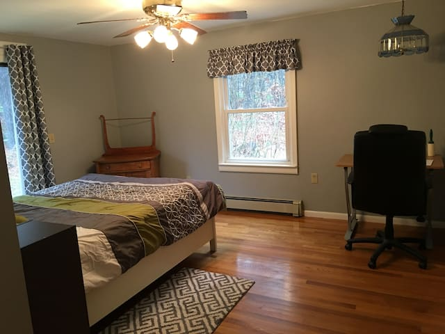 PRIVATE BED & BATH-near UMASS/WORC 31 day minimum
