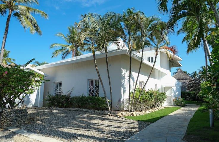 Charming ocean front 2 bd villa