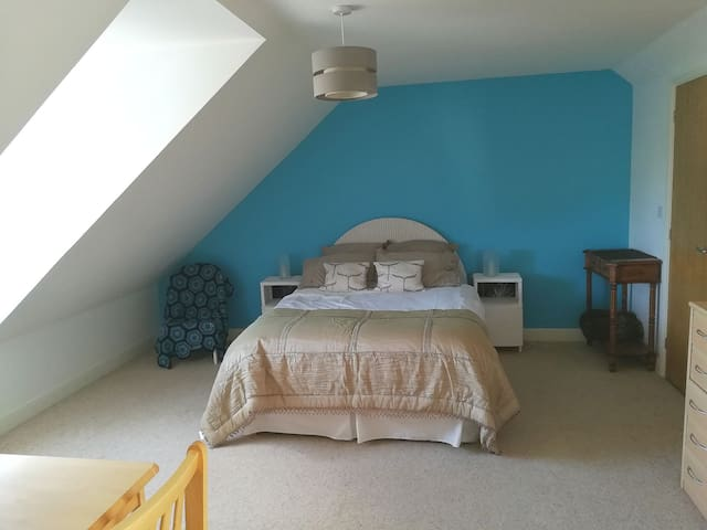 Private Light Attic en suite, double and single.