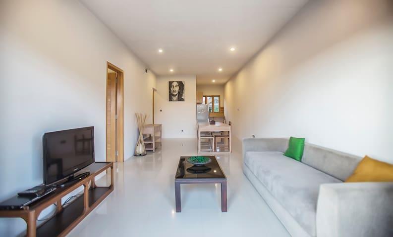 Spacious 2 Bedroom, 2 Bathroom Apartment + Pool - West Denpasar - Apartament