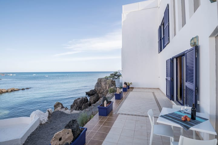 """Charming Holiday Home """"Casa Atlántico A"""" close to the Beach with Sea View, Wi-Fi, Balcony & Terrace"""
