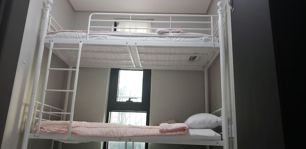 DC Stay [Hyochang Park Station - Bunk Bed]